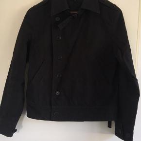 Super fed jakke fra L'ecole National i sort i str. S. Rigtig fin stand! Pris: 300 eller andet godt bud!   (Søgeord: Samsøe, acne)