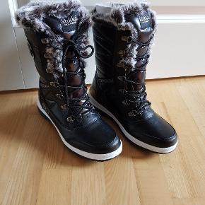 Helt nye vinterstøvler.  Sendes ikke