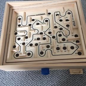 Træ labyrint spil.  Brugt få gange.  Afh i 6710
