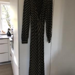 Smukkeste maxi kjole , brugt en gang . Købspris 2100kr , mp 700kr