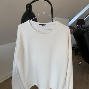 Fin hvid sweater med smukke ballon ærmer🌸