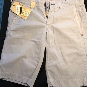 Eksklusive Mason's chino-shorts fra italienske Mason's.  Lyseblå.  Aldrig brugt.  Nye med prismærke.   Nypris 899,-kr