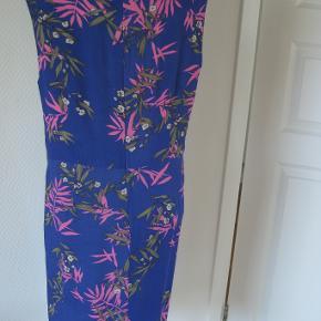 dejlig kjole fra InWear  Brugt få gange da den er for stor  Flot In Wear kjole Farve: se billede