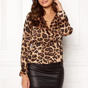 Pieces leopard top 🌸 100 % polyester. Aldrig brugt.