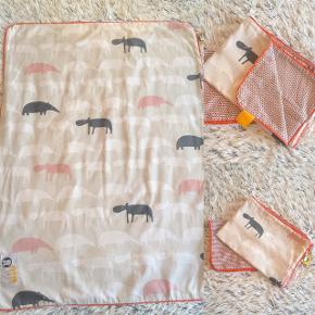 Done By Deer baby sengetøj brugt men stadig lækkert blødt.   Sender selvfølgelig gerne hvis du betaler porto.