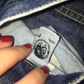 Diesel bootcut jeans i str. 27/30. Købte dem over Trendsales men var for små. Der er ikke nogle skrammer eller huller, de er rigtig pæne. Jeg lægger et til billede nede i kommentarfeltet. Byd meget gerne på en pris:)