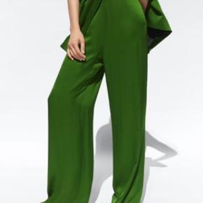 Grønne satin bukser, er kun prøvet på, så ingen tegn på brug