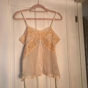 Cute lace top. Fits a size 36