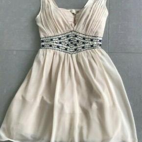 cc7c5b36b5a Smuk kjole fra Little Mistress. Som ny. Det er en størrelse 40 (UK