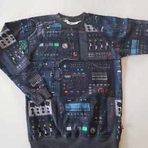 T-shirt med elektronik dyr. Ny (uden mærke). Str 140.    Køber betaler evt porto. Forsendelse med Dao koster 38 kr.