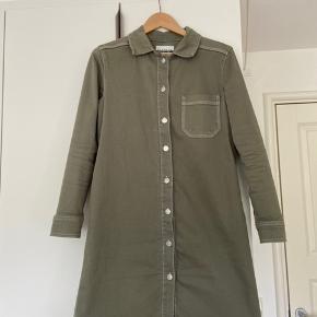 Smuk blanche kjole En meget lille plet,  vil tro den kan vaskes væk Fri levering i København