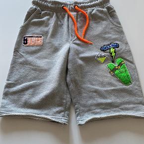 2 forskellige og smarte par Vingino shorts. Stort set ikke brugt og uden pletter/skader.  Pris er pr stk.