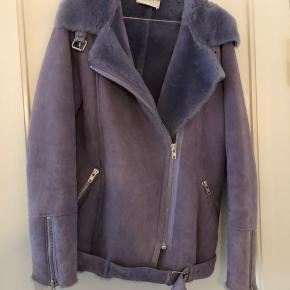 Super smuk shearling jakke fra Just Female i lammeskind. Åben for bud.