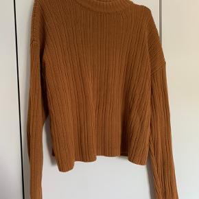 Flot strik trøje i en fin burned orange farve - svær at fange, men så fin en efterårsfarve. Størrelsen hedder 32, men jeg har brugt den og jeg er str small. Og da jeg var gravid og str 38 passede den også fint 😄