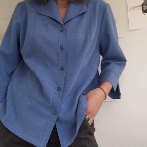 -Oversized skjorte/blazer  - Trekvart ærmer  - Ingen tegn på slid -Brugt enkelte gange