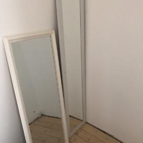 Et spejl, 48cm x 130cm. Selv spejlet er 40cm x 120cm. Købt til 599kr, sælges til 200kr. Kan afhentes i Charlottenlund