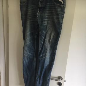 Jeans sælges str w 40 og l er 34 Der  må byddes
