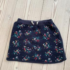 Superfin quiltet/tyk blomstret nederdel. 8 år men lille i str.
