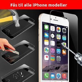GRATIS FRAGT! Beskyt din dyrbare iPhone med Panserglas - 0,3 mm tempereret glas-----------------------------------------------------------------------------------------------------------  BESKRIVELSE: Produceret af robust og hårdfør 0,3 mm 3-lags klart tempereret glas (HD kvalitet), som beskytter din telefons skærm mod slag og ridser. Spar dig selv for hundredevis af kroner for en ny skærm hvis du skulle være så uheldig at tabe din telefon på gulvet!  Let at sætte på din telefon: lægges på skærmen og Panserglasset tilpasser sig selv til din telefons skærm - UDEN bobler!   Leveres i æske med pudseklude + instruktion i hvordan du sætter Panserglasset på din telefon.  SUPER POPULÆRT! FLERE END 2500 SOLGTE! -----------------------------------------------------------------------------------------------------------  PASSER TIL: iPhone 4/4S, iPhone 5/5S/5C/SE, iPhone 6/6S, iPhone 6 Plus/6S Plus, iPhone 7, iPhone 7 Plus, iPhone 8, iPhone 8 Plus, iPhone X/XS, XR, XS Max -----------------------------------------------------------------------------------------------------------  PRIS: 1 styk: 40,00 (normalpris 149,00) 2 styk: 70,00 3 styk: 100,00 5 styk: 160,00 10 styk: 300,00 Inkl. bagside-panserglas: +25,00 pr./styk  FRAGT: gratis  (Ønsker du fragt via Postnord Pakkepost med sporing + 39 kr) -----------------------------------------------------------------------------------------------------------  MEDFØLGER: pudseklude + støvfjerner -----------------------------------------------------------------------------------------------------------
