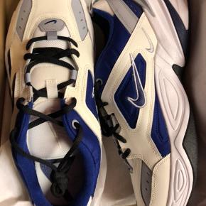 Nike tekno Aldrig rørt en fod! cond 10/10 Deadstock Nyprisen er 800kr Så hvorfor ikke spare 250kr på de samme sko?  Unisex, til kvinder og mænd/
