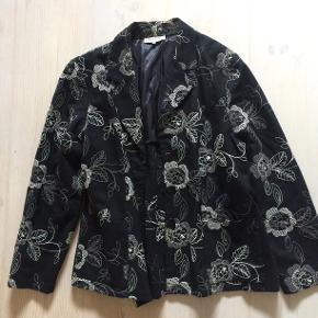 Flot sort habit jakke med fór - str. 3