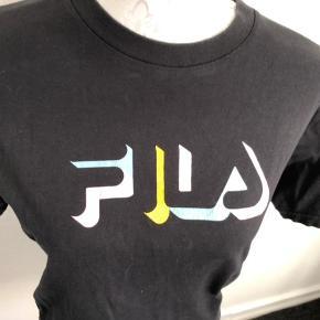 Flot Fila T-shirt str XS - passer nemt en der bruger str S også 😀  Brugt 4 gange 🌟🌟🌟🌟