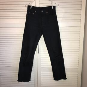 Mega fede sorte straight levis jeans. Købt på restsalg i levis butik.Brugte, men gode! Str. Xs Byd endelig og spørg efter flere billede : D