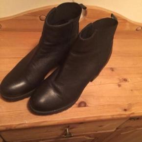 Højhælede støvler str 41