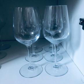 6 hvidvinsglas.  Brugt få gange.