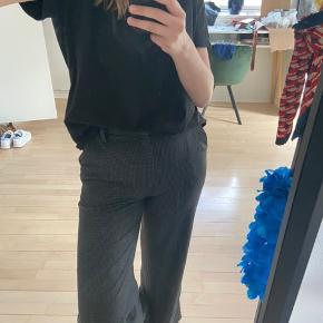 Overvejer at sælge mine lækre ternede & other stories bukser, for den rigtige pris