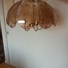 Flot , stor lampe. Diameter forneden 58 cm. Højde 35 cm