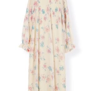 Smuk ganni kjole sælges str 40