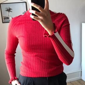 Sælger denne bluse/sweater fra Envii i en str. M. Den har aldrig været brugt. Sælges for 100,-  Købes flere annoncer sammen kan vi arrangere mængderabat:))