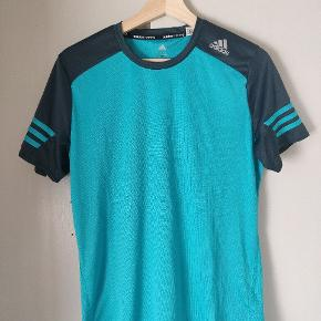 Løbe t-shirt fra Adidas i god stand