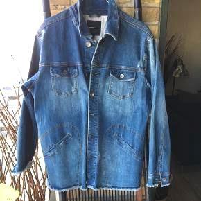 """Fed jakke fra Pulz  str. M - NY før 600  🌺 moderne """"slid"""" look🌺"""