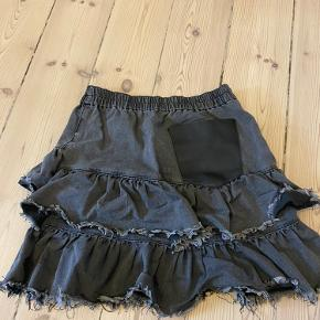 Nederdel med godt med elastisk i livet