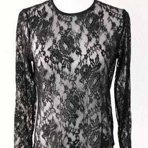 Flot sort blonde bluse, str. L Custommade, SOM NY.