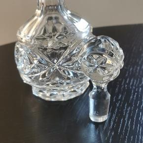 Lille Krystal karaffel H: 18cm. Meget dekorativ