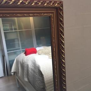 Spejl med guldfarvet ramme.  130x44x3 Afhentes i Frederikshavn