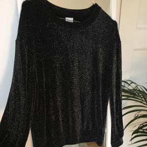 Jeg sælger denne glimmer bluse fra Gina Tricot, da jeg aldrig får gået med den. Kom gerne med bud 💗