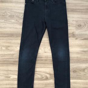 Super fede bukser fra H&M.  Skinny Fit og med strech.  Stoffet er den lidt kraftige, god her til de kolde måneder. De ligger mellen næsten ny og GMB. Når de kommer på - ser de godt ud, og sidder rigtig godt!!!  Nypris: 199,- Mp: 45,- pp  Brugerne mobilepay.  Se også mine andre annoncer. Har rigtig meget drengetøj 🙋🏼♂️