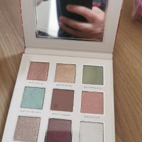 Essence crystal power palette