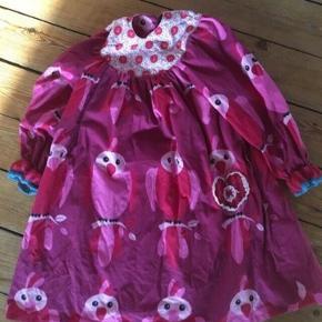 Hjemmesyet kjole str 116 - fast pris -køb 4 annoncer og den billigste er gratis - kan afhentes på Mimersgade 111 - sender gerne hvis du betaler Porto - mødes ikke andre steder - bytter ikke