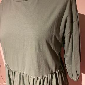 ✨ super behagelig sweat-kjole fra Zara. Kun brugt én gang. Med 3/4 ærmer med elastik i. ✨  Farven ses bedst på foto 1