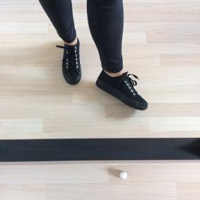 Sorte sneakers med høj bund