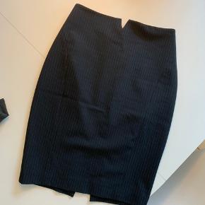 Fin nederdel fra Express. Aldrig brugt
