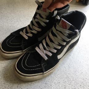 Sælger kun disse Vans Old School High tops fordi mig og min kæreste er igang med at sælge sko vi ikke bruger så ofte.  Kom med bud.