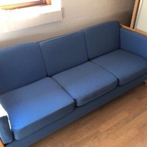 3 personers sofa den er godt brugt( derfor den billige pris )  men kan stadig fin bruges