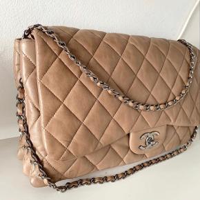 Overvejer at sælge denne smukke smukke taske.... Så lækker Chanel taske i det blødeste / lækre kalveskind. Købt af Vintageline & får den desværre ikke brugt så virkelig flot stand. Har kvittering fra der.