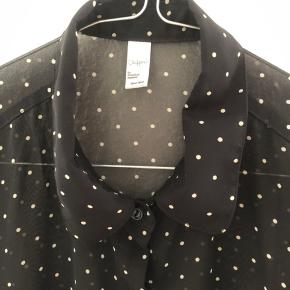 Smuk prikket chiffon skjorte fra American Apparel. One size